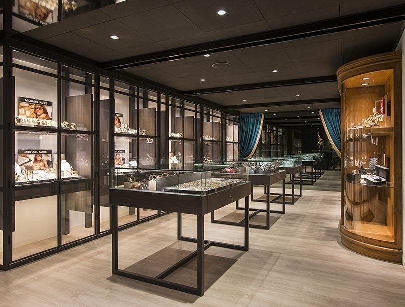 Gevel en interieur voor juwelier puur for Interieur winkels
